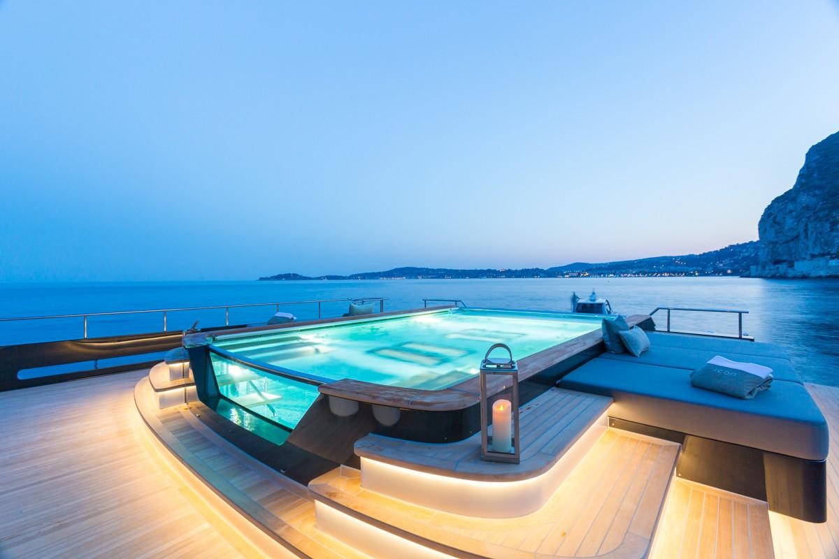 Alquiler de barcos de lujo . Barcos de lujo de alquiler.