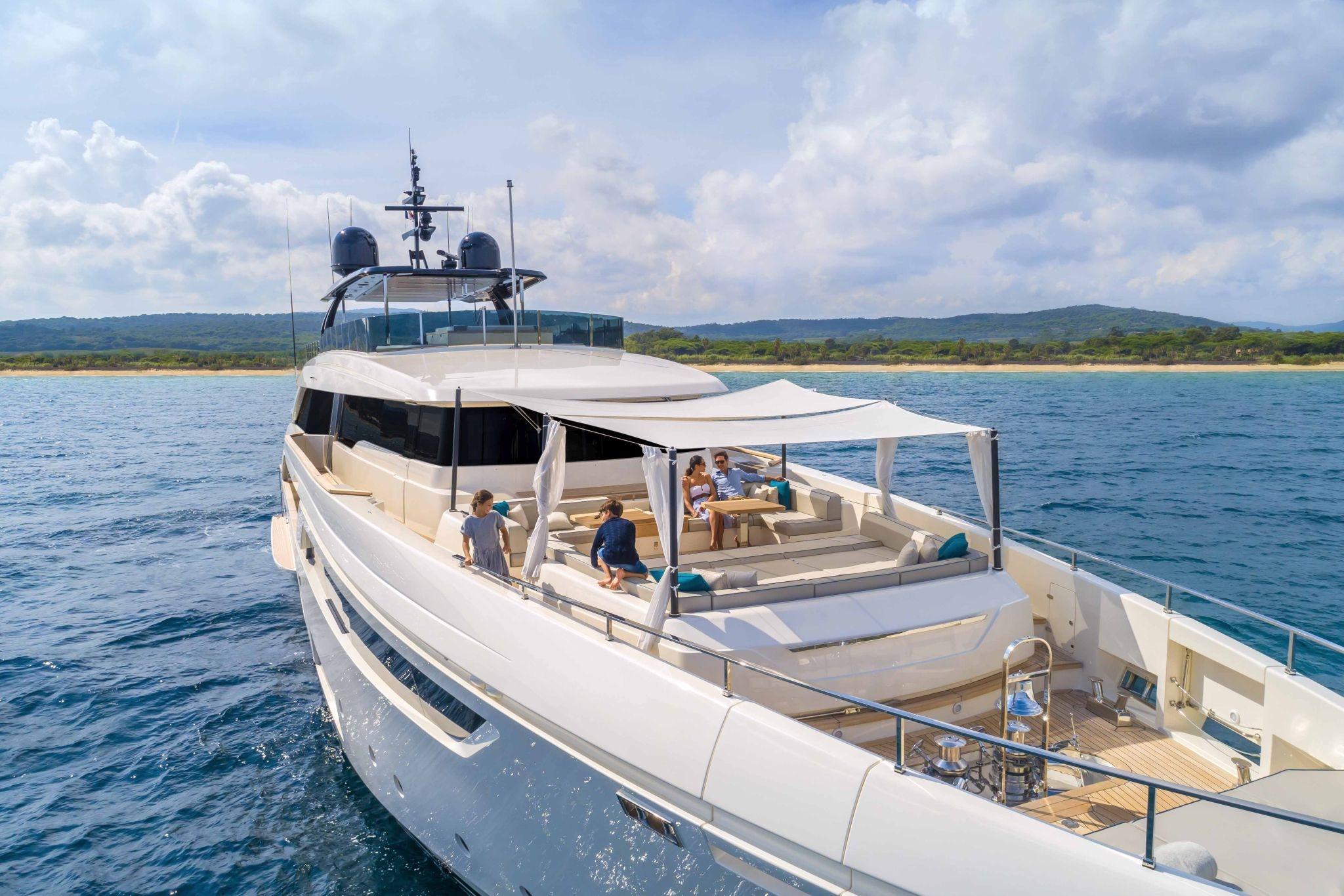 Alquiler de yates de lujo. Alquiler de barcos baratos en Ibiza. Barcos baratos de alquiler en Ibiza
