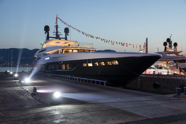 Alquiler de yates de lujo en Ibiza. Alquiler de yates y barcos baratos en Ibiza. Yates de lujo