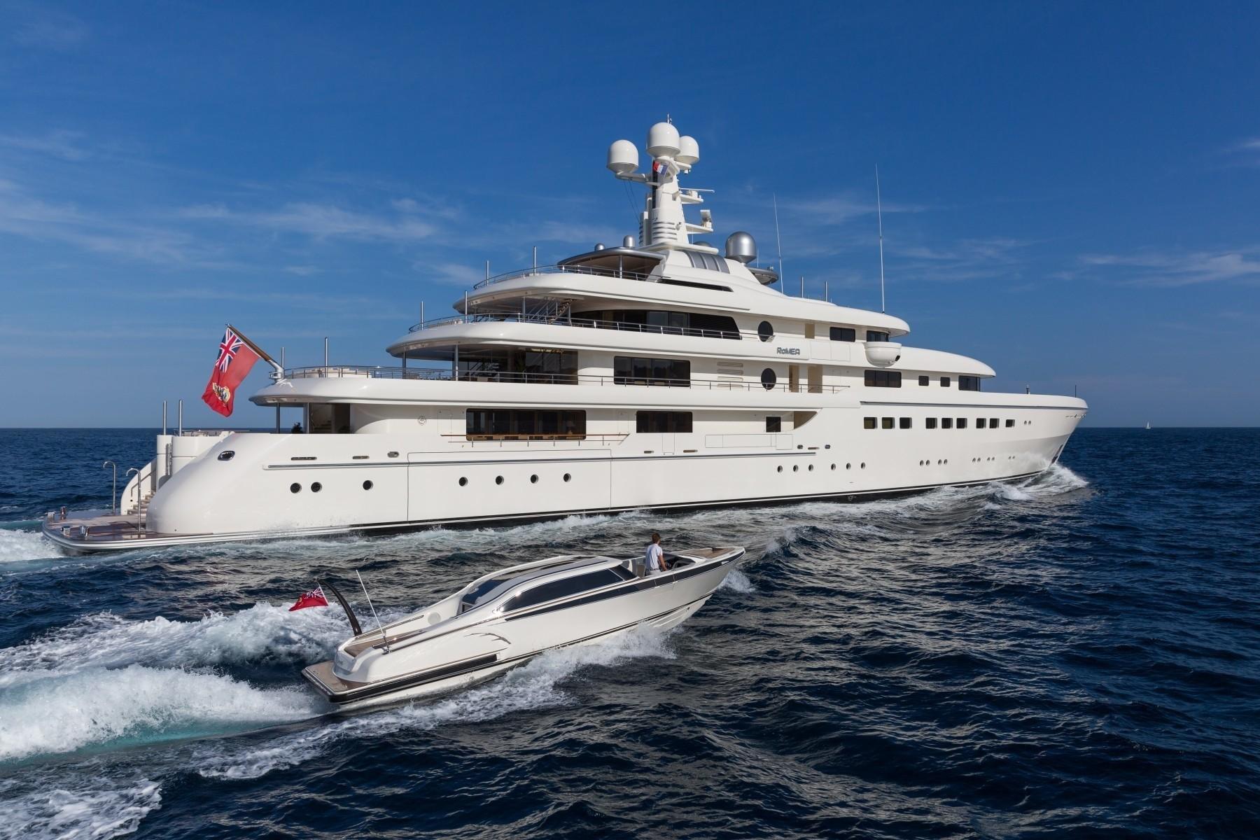 Alquiler de barcos y yates de lujo en Ibiza. Yates de lujo de alquiler