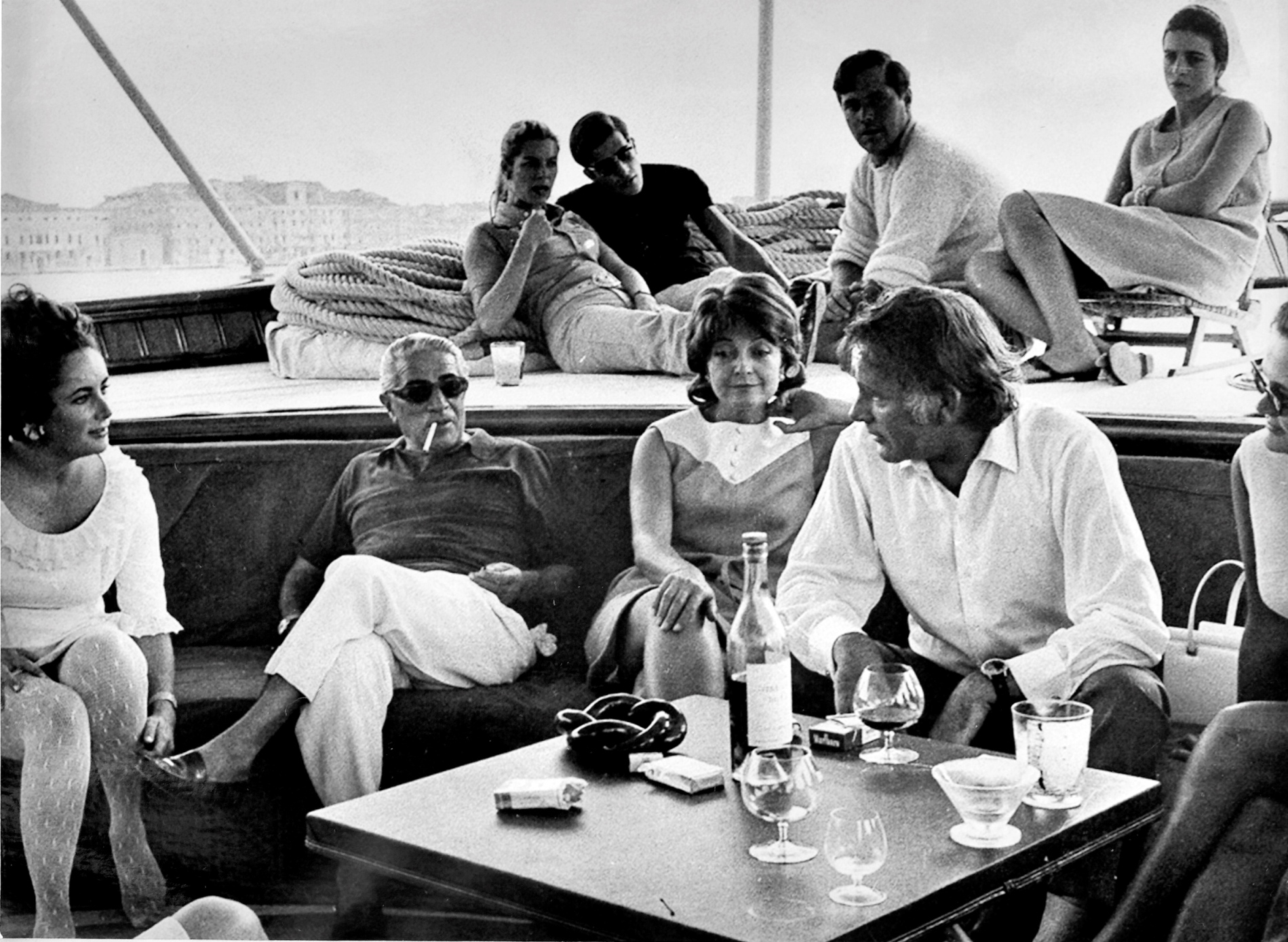 Alquilar barcos baratos en Ibiza. Alquiler de yates de lujo en Ibiza. Barcos de alquiler en Ibiza