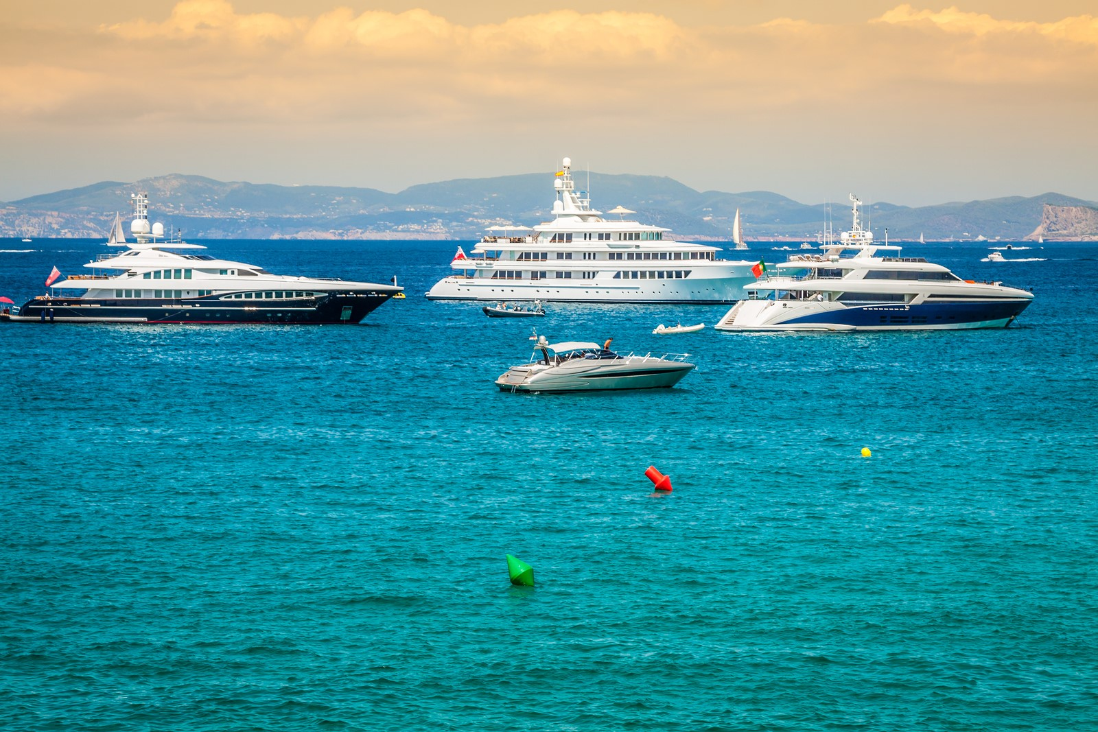 Alquiler de yates en Formentera. Alquiler de barcos en Formentera. Yates de alquiler en Formentera.