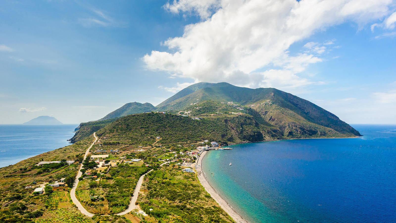 Alquiler de yates de lujo en Sicilia. Alquiler de barcos de lujo en Sicilia. Superyates de alquiler en Sicilia.