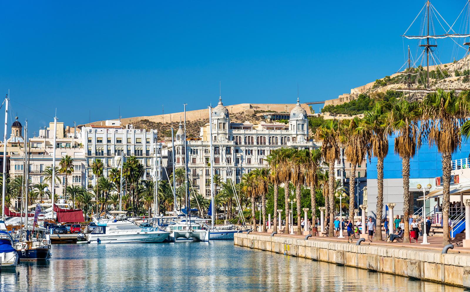 Alquiler de yates de lujo en Valencia. Barcos de lujo de alquiler en Valencia. Alquiler de superyates en Valencia