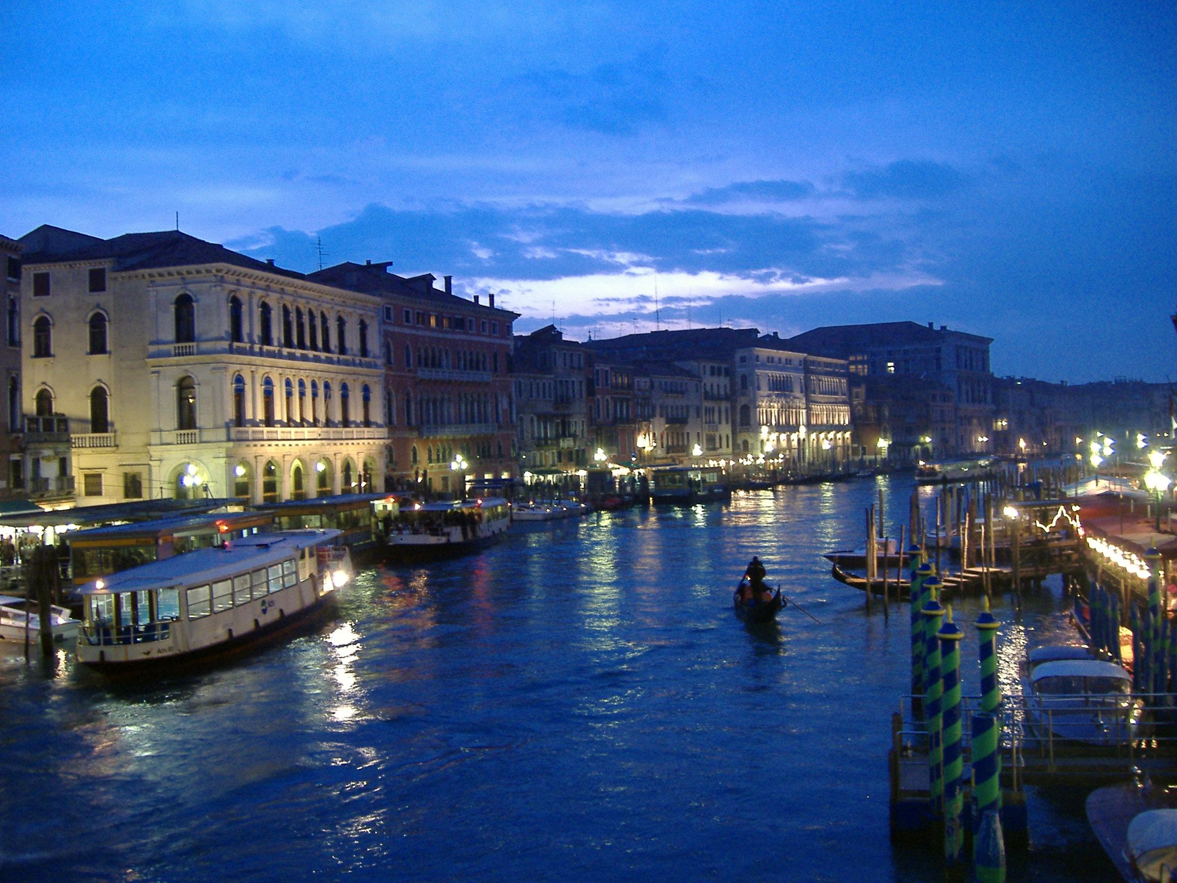 Alquiler de yates en Venecia. Alquiler de barcos baratos en Venecia. Yates de lujo de alquiler en Venecia. Superyates de alquiler.