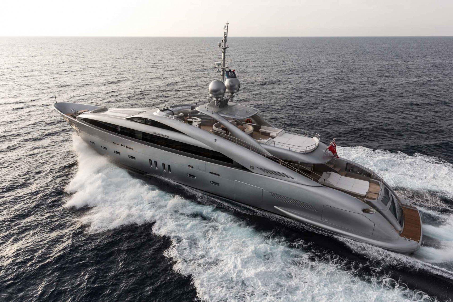 Alquiler de barcos y yates de lujo ISA YACHTS