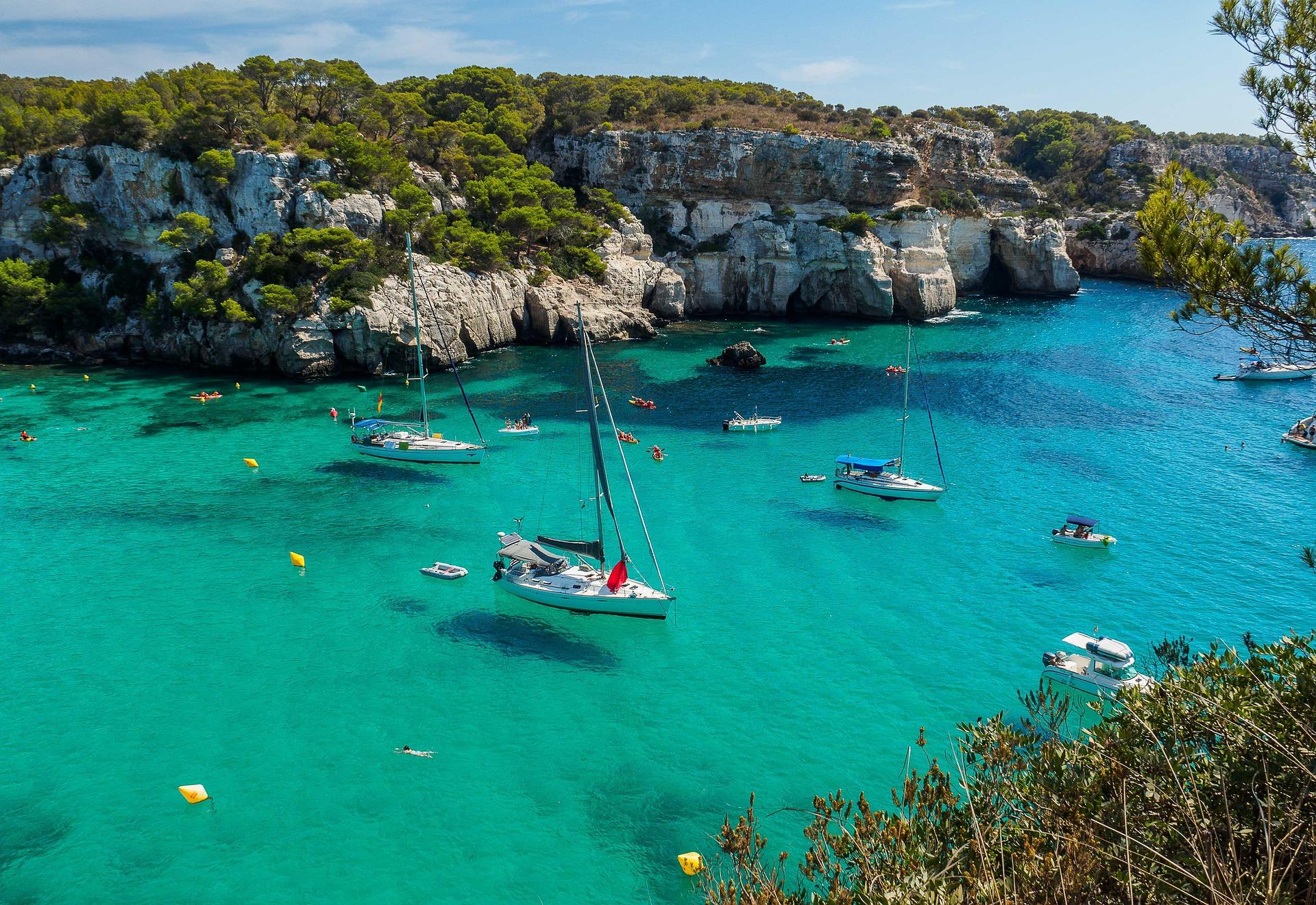 Alquiler de barcos y yates de lujo en Ibiza.