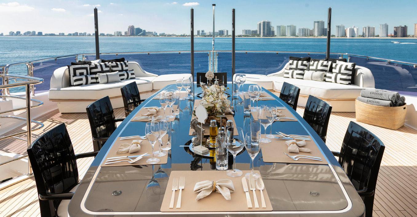 Alquiler de yates Sunseeker en Ibiza. Alquiler de barcos Sunseeker en Ibiza